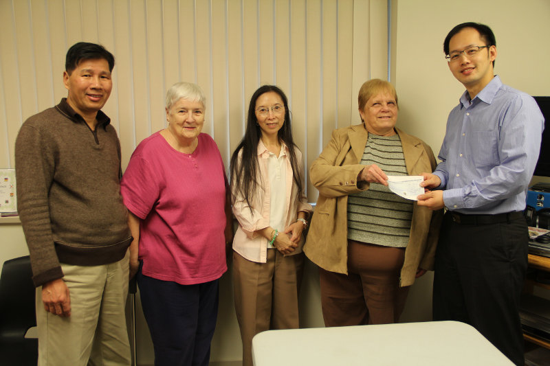 Cheque donation to Linda